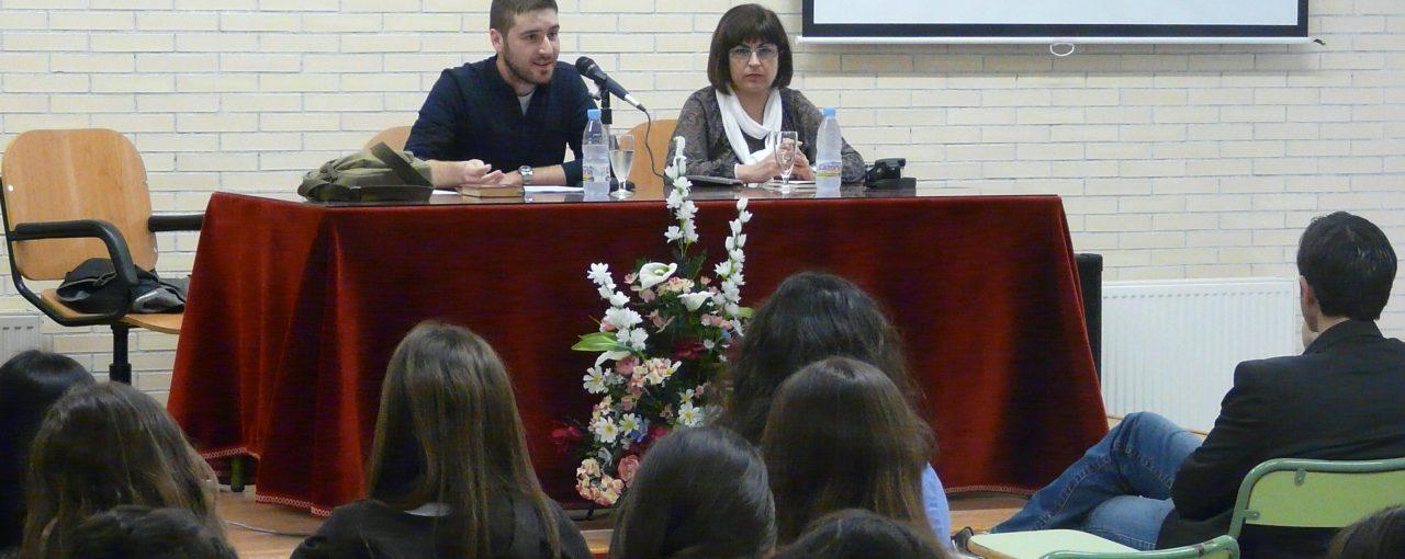 EL POETA ANTONIO MOCHÓN IMPARTE UNA CONFERENCIA SOBRE MIGUEL HERNÁNDEZ